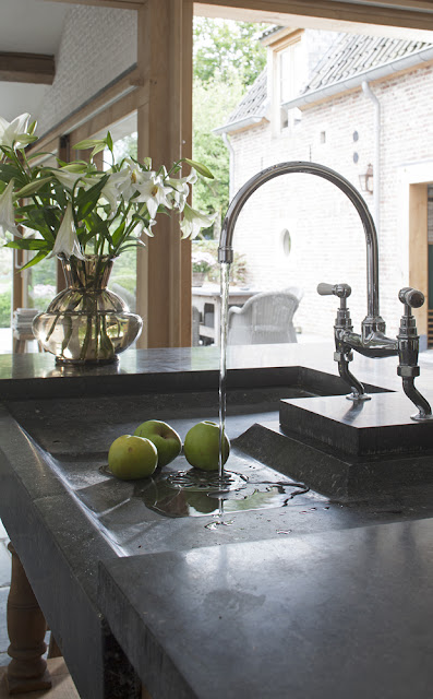 Kitchen image via 't Achterhuis Historic Building Materials, The Netherlands, (Project 8) as seen on Source Sharing, linenandlavender.net http://www.linenandlavender.net/2013/02/source-sharing-t-achterhuis-nl.html