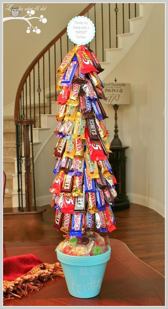 Árvore  de natal feita de chocolates