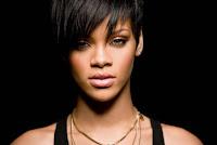 "Biodata   Nama Asli : Robyn Rihanna Fenty  Tanggal Lahir : 20 Februari 1988  Tempat Lahir : St. Michael, Barbados  Tinggi Badan : 172.5  Kewarganegaraan : Barbados  Ayah : Ronald Fenty  Pekerjaan Ayah : Pengawas gudang  Ibu : Monica Fenty  Pekerjaan Ibu : Akuntan  Saudara : Rorrey (adik), Rajad Fenty (adik)  Kekasih : Chris Brown (penyanyi), Matt Kemp (atlit baseball, 2010)  Populer Sejak : Single ""Pon De Replay"" (2005) Biografi  Dia adalah seorang wanita yang berfrofesi sebagai penyanyi dan berkarir di dunia tarik suara Amerika, penyanyi yang memiliki keunikan dan talenta hebat di dunia tarik suara. Di usianya yang masih sangat muda Rihanna sudah berhasil meraih top karir yang luar biasa di dalam karir nya sebagai penyanyi internasional.  Rihanna adalah anak dari seorang keturunan Afrika Eropa dan Guyana. Ayahnya keturunan Afrika dan Eropa bernama Ronald dan Ibu nya seorang keturunan Guyana bernama Monica Fenty. Dia dilahirkan pada tanggal 28 Februari 1988 di Saint Michael, Barbados. Bakat bernyanyi yang dimiliki Rihanna sudah terlihat sejak dia berada di sekolah menengah.  Di sekolah Charles F Broome Memorial School dan Combermere School, Rihanna bergaul dengan teman – teman sekelas nya yang suka menyanyi yang akhirnya mereka membentuk Trio dengan dua temannya yang juga pandai menyanyi.   Dan akhirnya mereka membuat grup yang dinamakan NSYNC dan mereka kemudia di Audisi oleh produser single NSYNC."