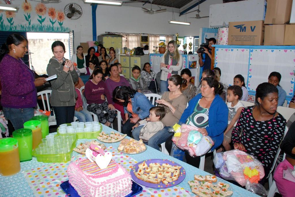 A Prefeitura de Teresópolis, através da Secretaria de Desenvolvimento Social, fez a entrega de 40 enxovais de bebês para gestantes de baixa renda que fizeram o acompanhamento da gravidez no PSF do Meudon
