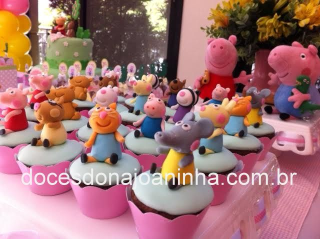 Festa Peppa Pig - Mini cupcakes decorados da turma toda