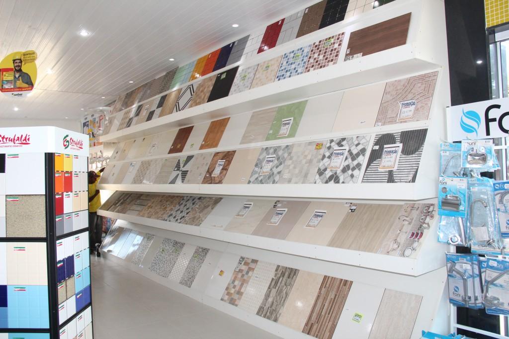 ... Ivanil Materiais de Construção na Rua Antônio Ferreira da Fonseca em  Italva. A ampla loja já está funcionando e promete ser uma excelente opção  em ... aaf4e0bc1d