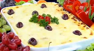 Bacalhau em camadas com molho de queijo