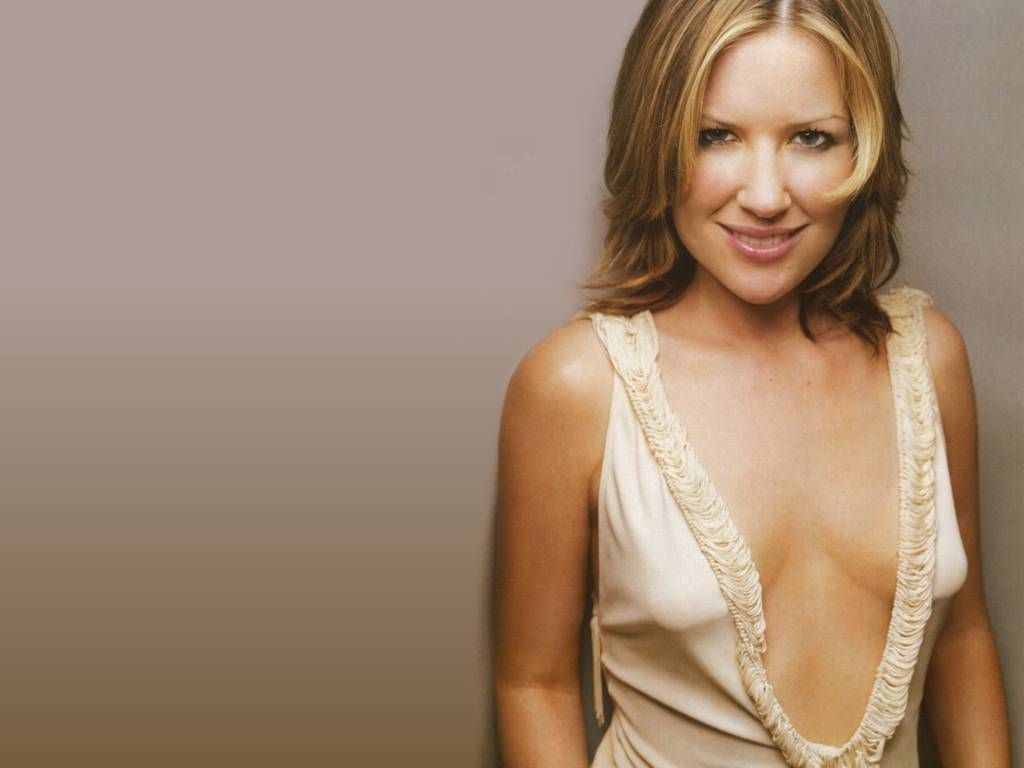 http://2.bp.blogspot.com/-LmGUtu9EhL0/TbcDK691HyI/AAAAAAAAOD4/Jg1k-Pm4X6o/s1600/english-singer-Dido-wallpapers%2B%25284%2529.jpg