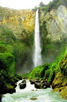 The fresh water of Sipiso-Piso Waterfall