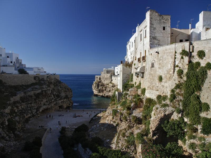 Le mura e il mare di Polignano a Mare