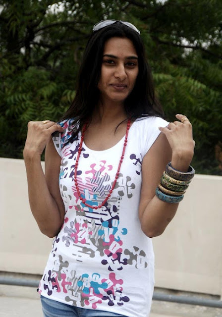 Side actress Surekha Vani