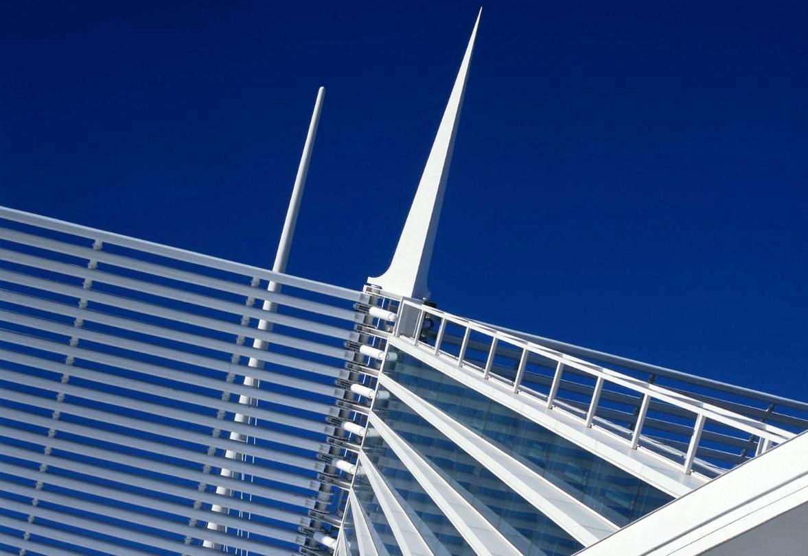 uno de los mas notables proyectos del arquitecto santiago calatrava es el nuevo edificio para museo de arte de milwaukee ubicado en un borde del lago