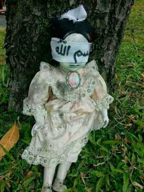 misteri dari boneka yang ditemukan di negara singapura ini. Boneka