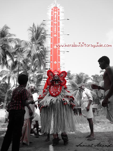 parassinikadavu muthappan Theyyam living gods or north malabar kerala