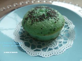 un joli financier bleu- graines de pavot- la cuisine de Marderelle
