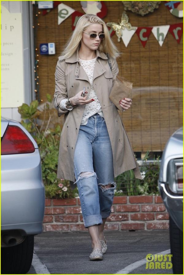 Amber Heard boyfriend jeans street style