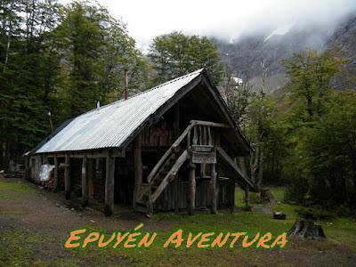 Refugio Hielo Azul - Epuyen Aventura - Guias
