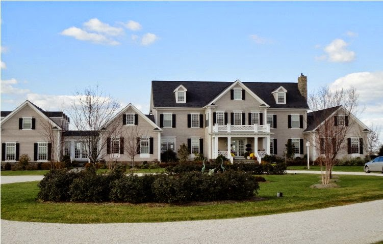 exterior paint colors for homes with black roof