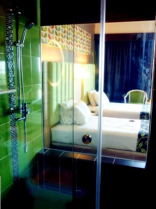Transparent Shower Room Hotel
