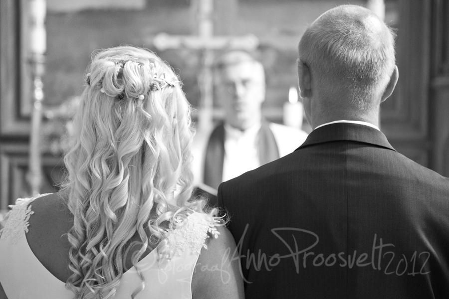 pruutpaar-kirikus