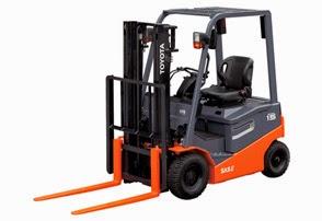 Forklift Toyota berwarna oranye dengan desain modern