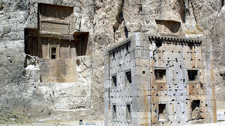La abandonada necrópolis de Naqsh-e Rustam