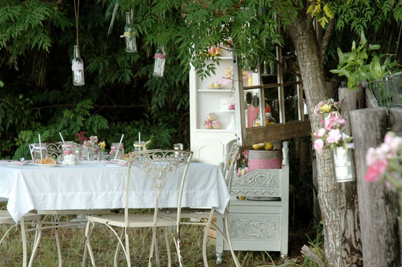 practical living shabby chic garden party. Black Bedroom Furniture Sets. Home Design Ideas