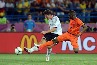 Gomez Two Goals, Germany Conquer the Netherlands Score: 2-1