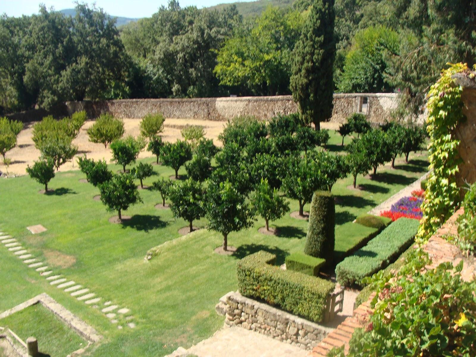 El rincon de un jardin jard n privado carlos v monasterio for Arboles ornamentales jardin