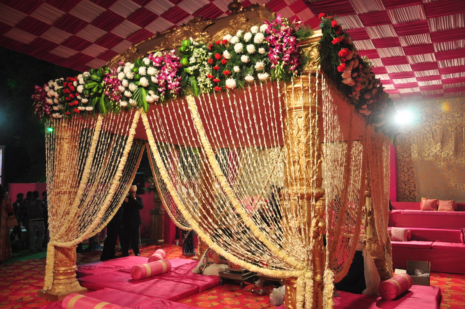 Blogwithouttopic my sister 39 s wedding for Asian wedding bed decoration