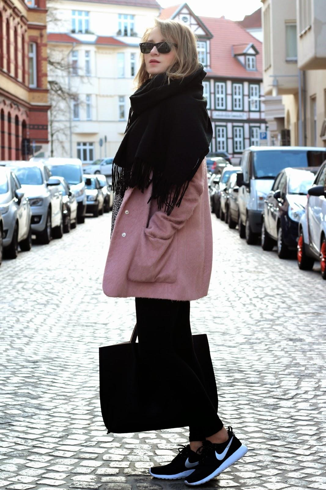 Nike Roshe Run Damen Pink Angezogen