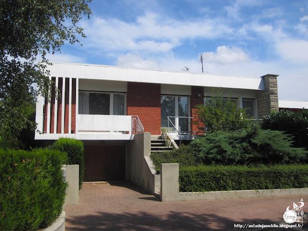 Trilport - 4 maisons jumelées pour Kleber-Colombes  Architectes: Otto et Gaston Müller (architectes suisses)  Construction: 1961