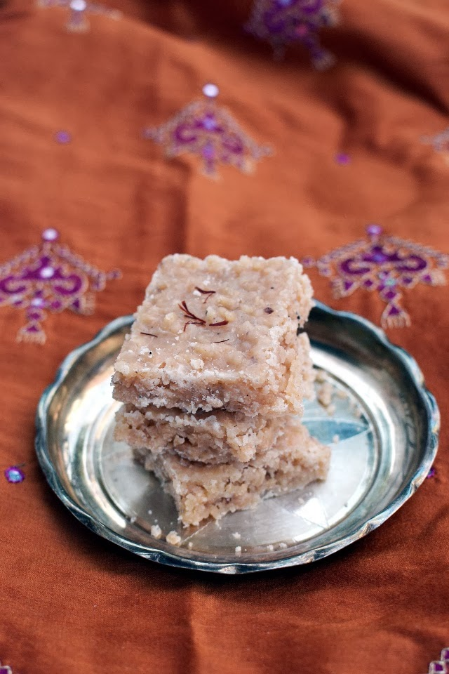 Lauju/ Laskora (Kobbari Lauju/ Coconut Burfi)