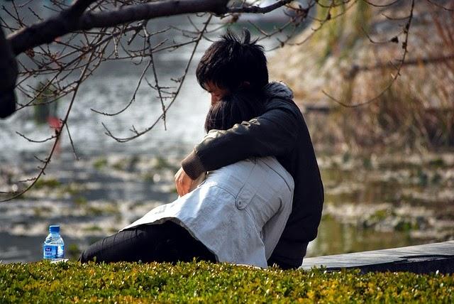 Alasan Wanita Bertahan Dengan Hubungannya, Meskipun Doi Sering Menyakitinya