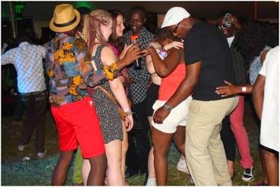 Na wanawake wa kizungu kwa style za xx xx jionee hapa fununu habari