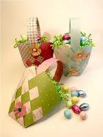 Скосени кошнички от хартия с цветя
