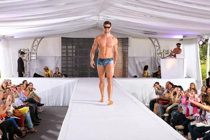 Jonas Sulzbach desfila de sunga no Expo Moda 2013