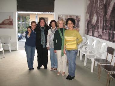 Jeanete, a cantora Thaís Felício e sua mãe Zilá, a Maria Teresa e a Maria José