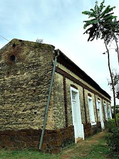 Escola construída sobre as ruínas da redução de Concepción de La Sierra.