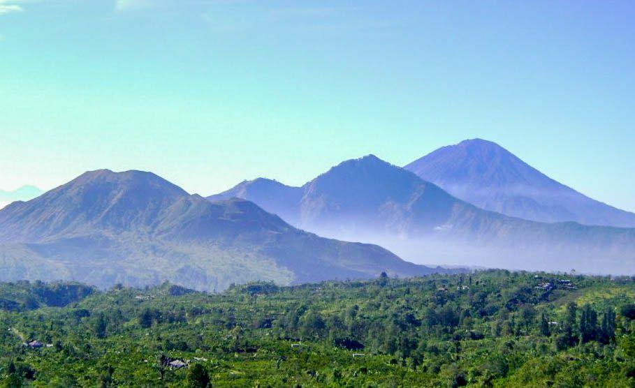 Pegunungan dan Gunung Berapi di Pulau Bali Indonesia
