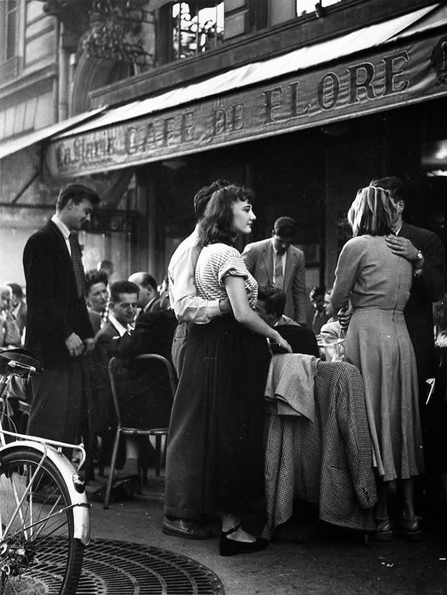 Vintage everyday 30 amazing b amp w photos of street scenes of paris