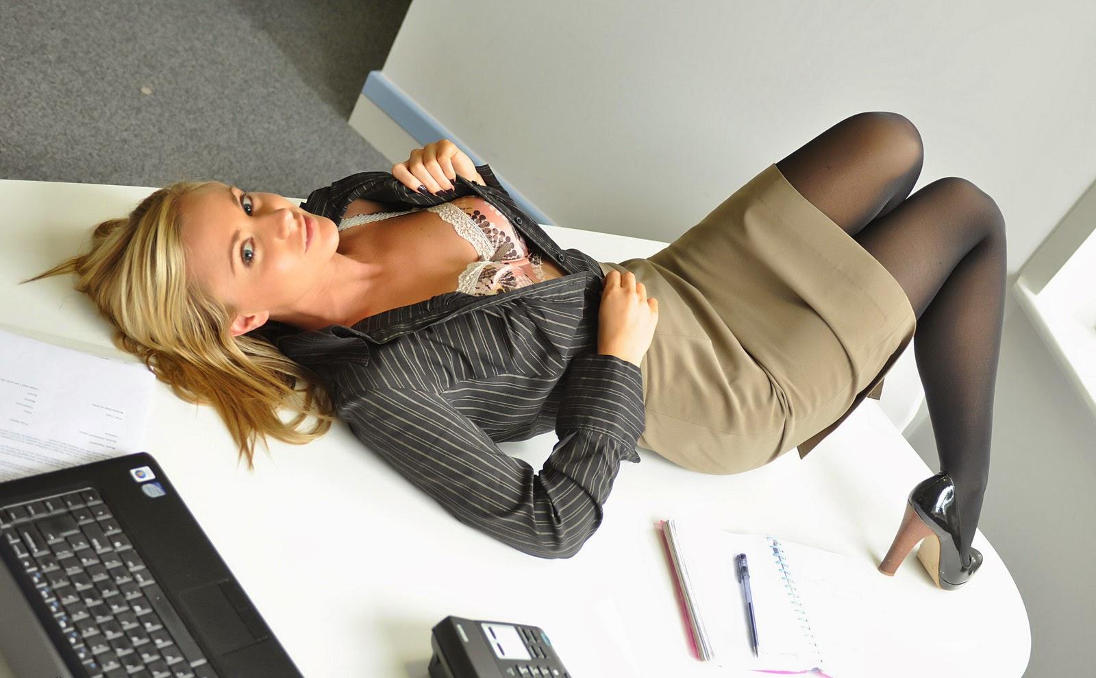 Принуждает к сексу секретаршу, Порно Секретарша -видео. Смотреть порно онлайн! 1 фотография