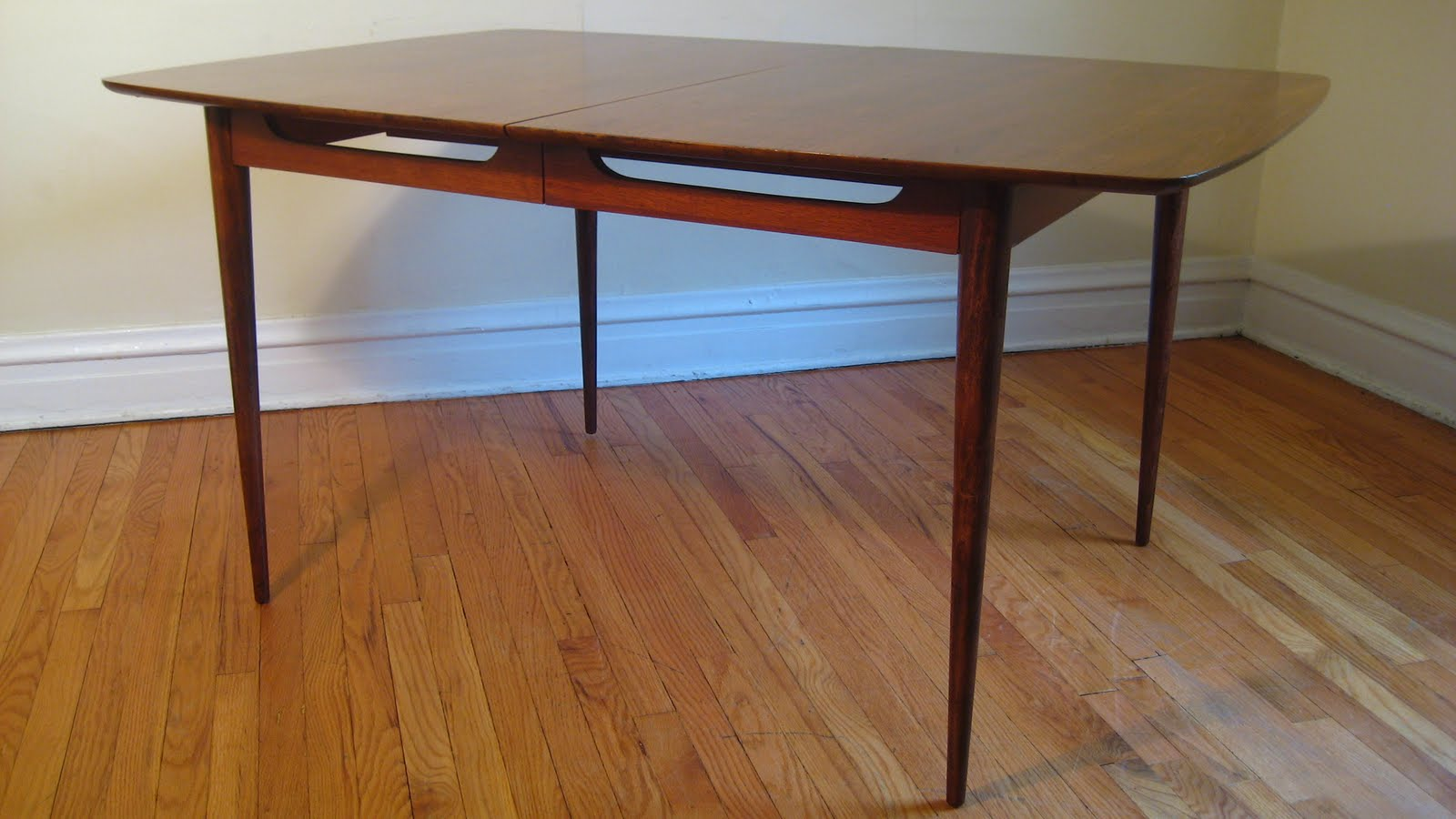 Magnificent Mid Century Dining Table 1600 x 900 · 124 kB · jpeg