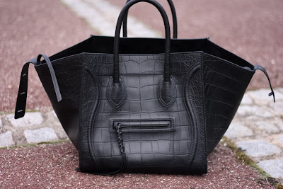 The name of this bag has earned its honor. This bag is called Céline Phantom  for a reason 1670614413979