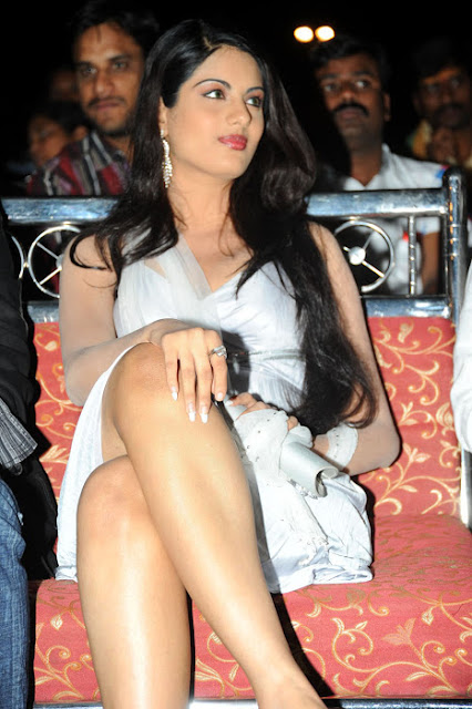 JInal Pandya in Silver Skirt showing her milky thighs in an Event