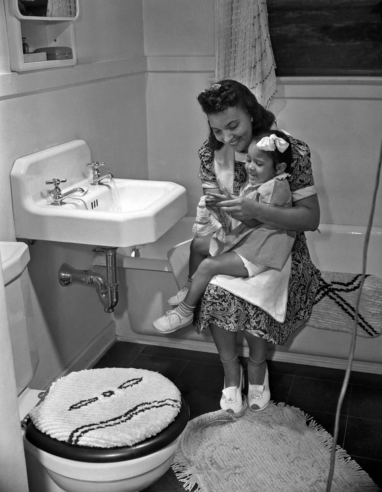 1000 images about 1940s home on pinterest for Vintage bathroom photos