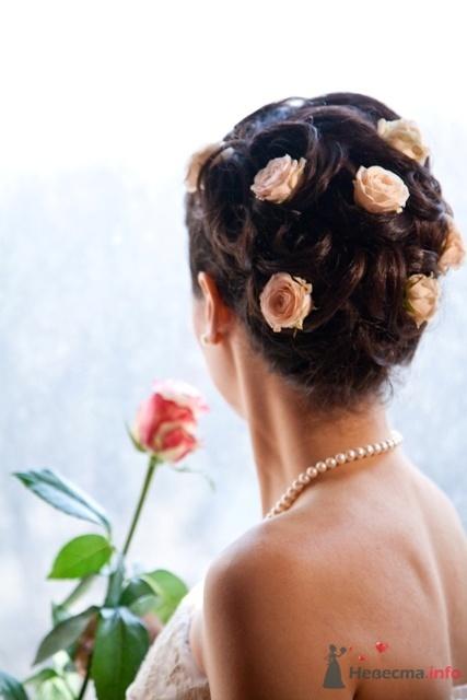 прически свадебные с кустовыми розами