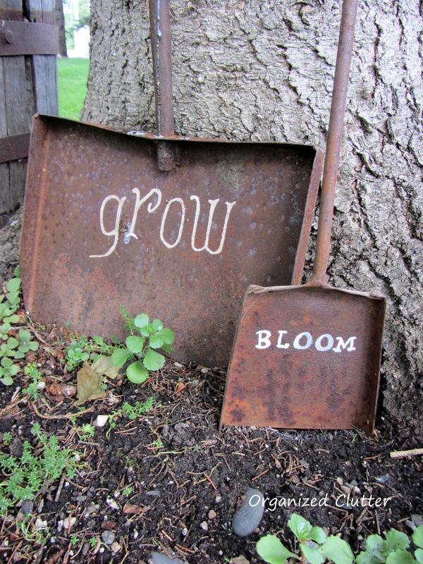 Junk Garden Signs www.organizedclutterqueen.blogspot.com