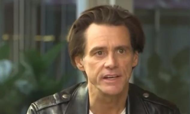Jim Carrey:Μην αγοράζετε τα καινούργια κινητά που ανοίγουν βλέποντας το πρόσωπο σας. Γιατί είστε έτοιμοι για το τσιπάκι..