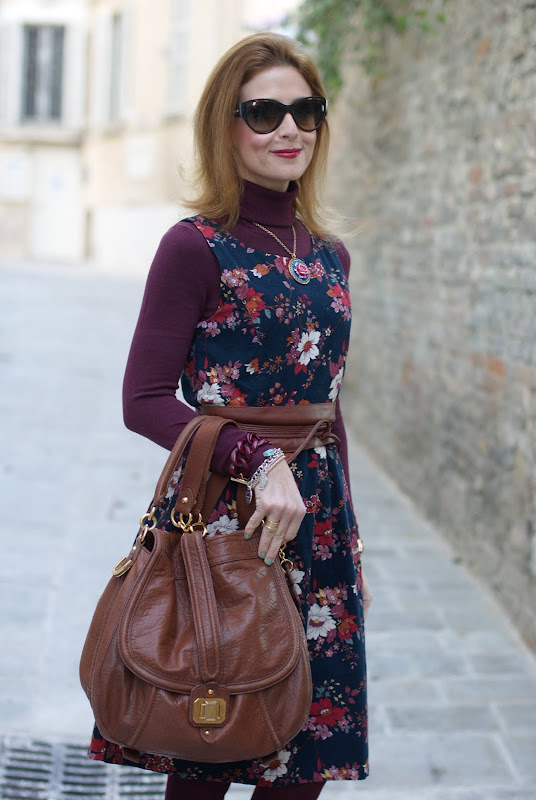 vintage style flowel dress, dolce & gabbana sunglasses