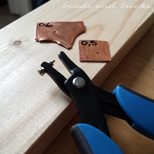 Pinza per forare la lamina di metallo (punch plier)
