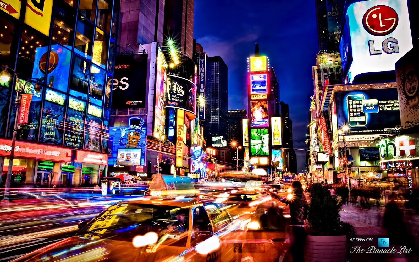Times Square y pantallas de publicidad