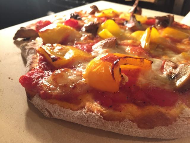 Ein Pizzastein-/Brotbackstein