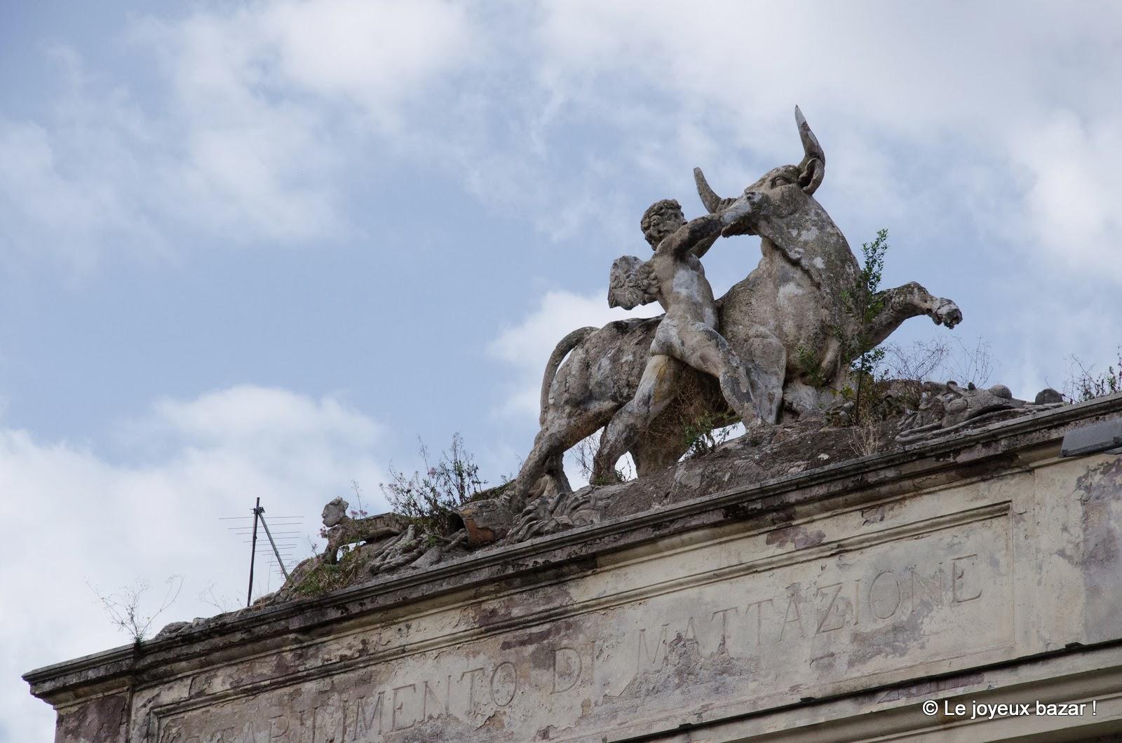 Rome - quartier du Testaccio - statue